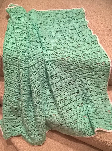 [Free Pattern] Gorgeous Traditional Baby Blanket Featuring Dragonflies
