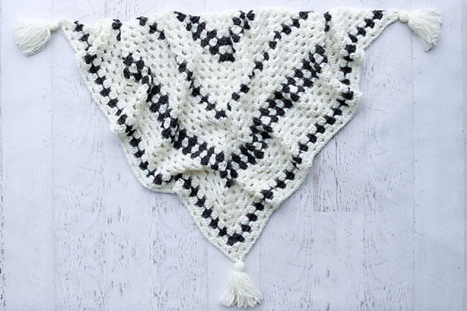 [Free Pattern] Stunningly Beautiful Crochet Granny Stitch Shawl For All Seasons