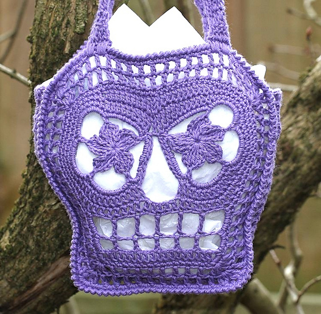 [Free Pattern] Add A Little Fun To Your Halloween With This Skull Bag Pattern