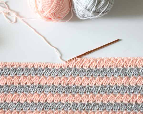 [Free Pattern] Beautiful But Simple Granny Baby Blanket Pattern