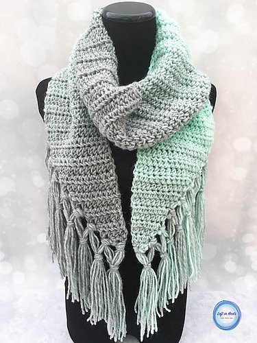 [Free Pattern] Beginner-Friendly Crochet Scarf Pattern With A Modern Twist
