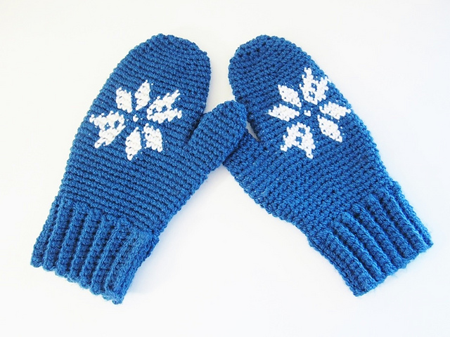 [Free Pattern] Ridiculously Warm And Cozy Snowflake Mittens