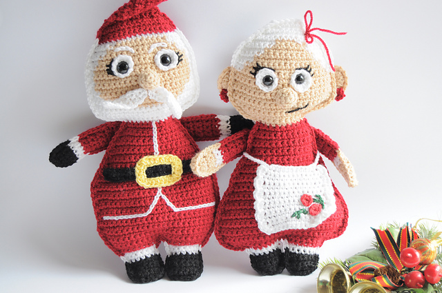 [Free Patterns] Decorate Your Home This Holiday Season With These Jolly Mr. and Mrs. Santa Claus Dolls