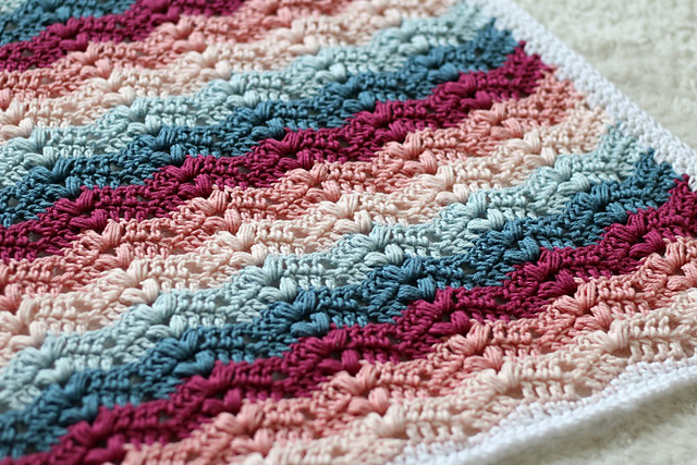 [Free Pattern] Fun And Beautiful Crochet Ripple Blanket With Bobbles