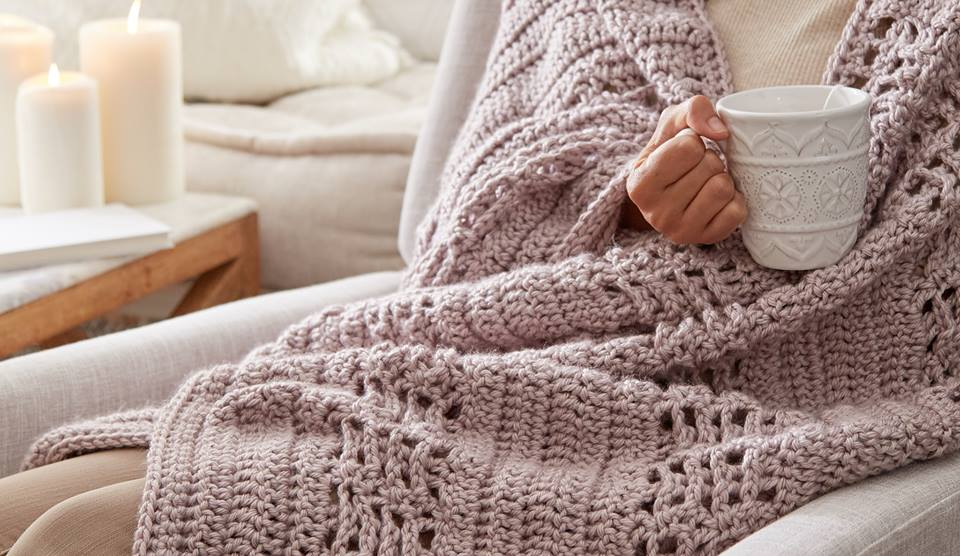 [Free Pattern] The Most Relaxing Stylish Crochet Blanket You'll Ever Make!