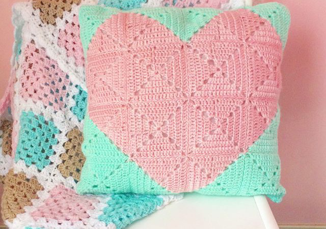 [Free Pattern] This Adorable Heart Cushion Is The Perfect Way To Say I Love You!