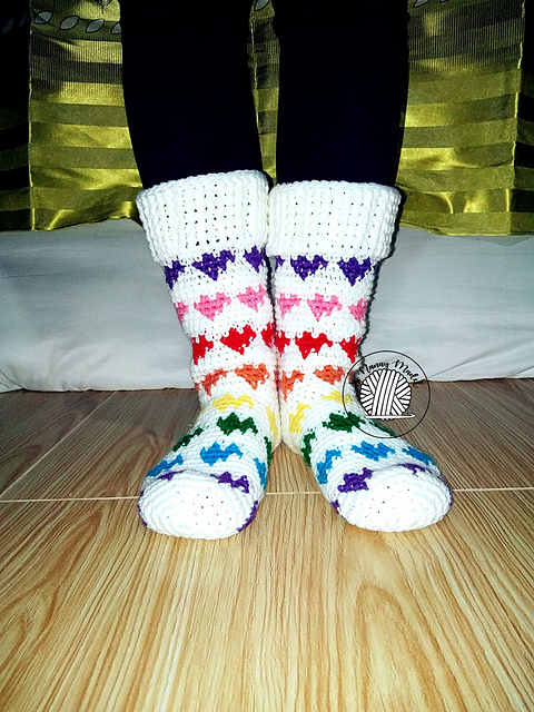 [Free Pattern] Cutest Rainbow Hearts Socks Ever!