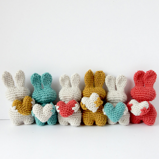 [Free Pattern] Adorable Little Heart Bunnies In All Colors