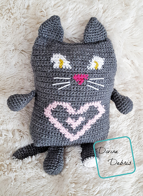 Superb Tapestry Crochet Cat Loves To Snuggle With You [Free Pattern]