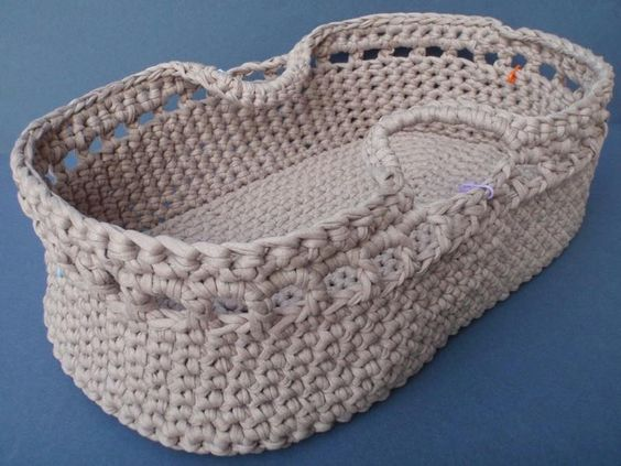 Gorgeous Crochet Moses Basket For Baby -Free Patterns