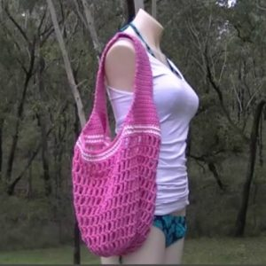 Market Mesh Stitch Bag Crochet Pattern In Solid Color - Free Pattern And Video Tutorial