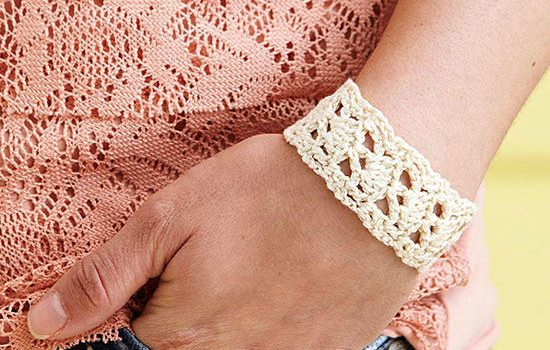 Quick And Beautiful Crochet Bracelet Pattern - Knit And Crochet Daily