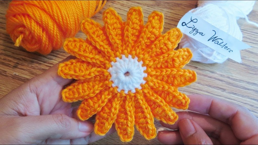 Easy Daisy Flower Motif For Square (Video Tutorial)