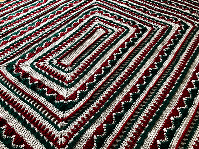 Free Christmas Afghan Crochet Pattern- Will Look Great With Your Holiday Decor!