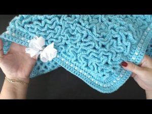This Gorgeous Crochet Wriggle Blanket Is Surprisingly Easy To Make (Video Tutorial)