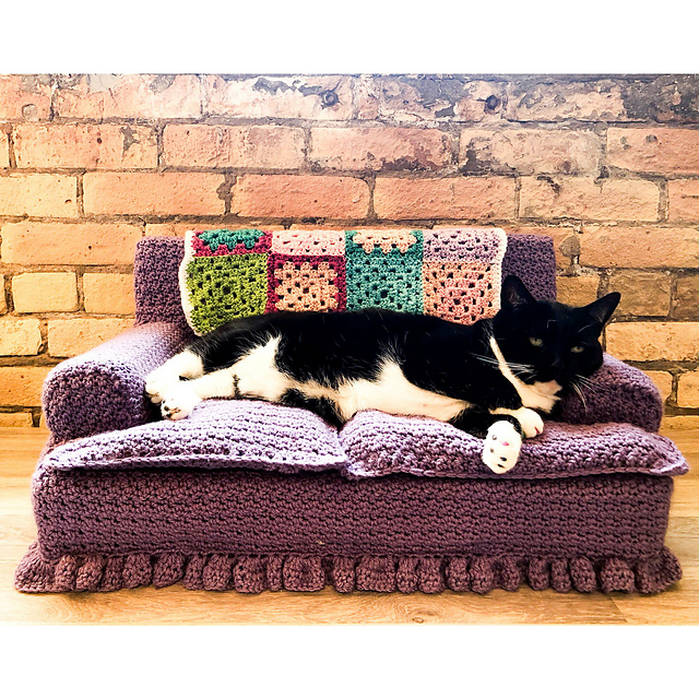 Easy Kitty Couch Free Crochet Pattern- Best Cat Bed For Comfy Kitty Nap