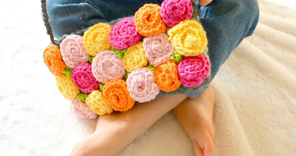 Roses Crochet Purse Free Pattern (Prettiest Ever!)