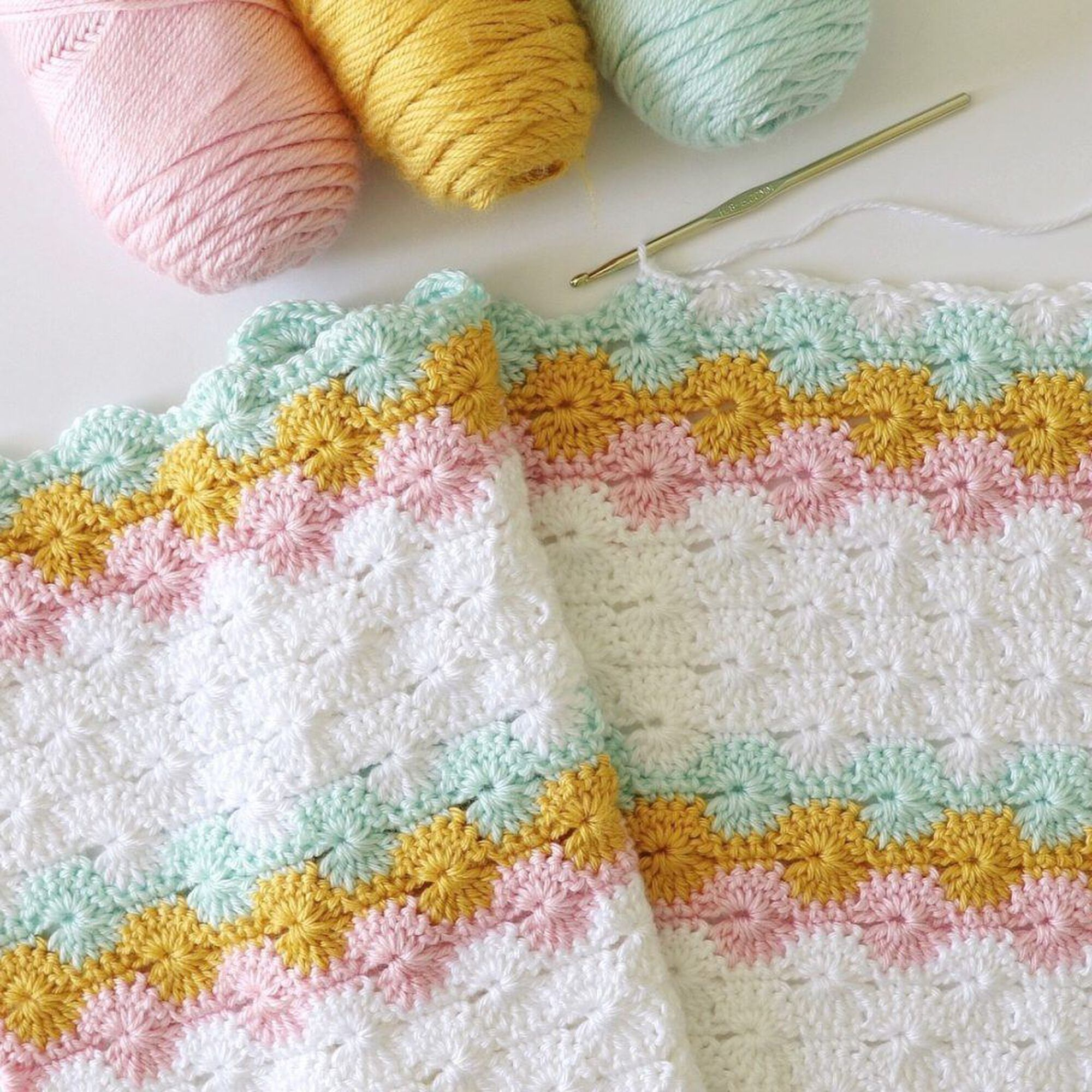 Catherine's Wheel Stitch Blanket Crochet Pattern: Step by Step Written Instructions And Video Tutorial